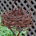 гнездо птиц из металла